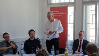 Oliver Bittmann von Bündnis 90/Die Grünen, Maik Schwarz von DIE LINKE und Eric Holtschke von der SPD sowie Markus Schlimbach vom DGB.