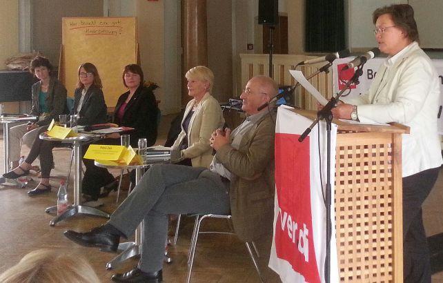 die Kollegin Annelie Schneider sprich auf dem ErzieherInnentag in Chemnitz