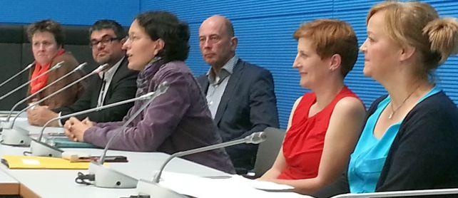 das Podium bei der Diskussion im Fraktionssaal der SPD, nach der Kundgebung