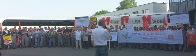 Am 23.5. zur Betriebsversammlung von MAN Plauen informieren die Betriebsräte und die IG Metall über die Verhandlungen mit dem Management.