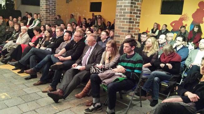 Das Publikum bei der Podiumsdiskussion