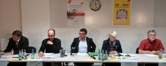 Podium mit Ralf Hron in der Moderatorenrolle