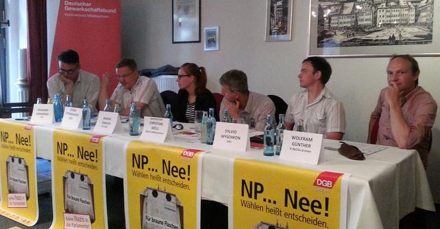 Das Podium der Veranstaltung mit den anwesenden Kandidatinnen und Kandidaten.