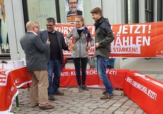 In Diskussion zur Rente mit Meike Roden (B90/Grüne9, Michael Leutert (LINKE) und Frank Müller Rosentritt (FDP). Alles Bundestagskandiaten Chemnitz.