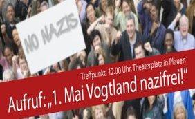 Menschen die demonstrieren mit dem Spruch: 1. Mai Vogtalnd Nazifrei!