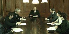 Managerrunde mit Boss in der Mitte