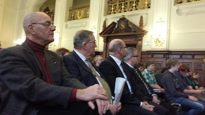 (v.r.n.l.) Landrat Frank Vogel, amtierender OBM Thomas Proksch, Vorsitzender VVN Karlheinz Köhler und DGB Kreisvorsitzender Michael Willnecker