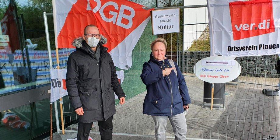 v.l.n.r.: Matthias Eulitz (DGB Vogtland) und Kerstin Eger (ver.di)